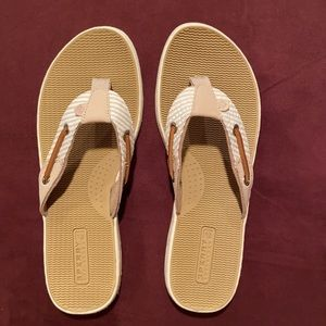 NWOT Sperry Sandals